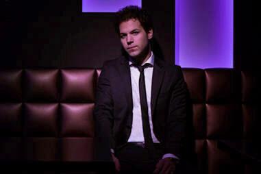 Singer in Suit: DJ en zanger in 1!
